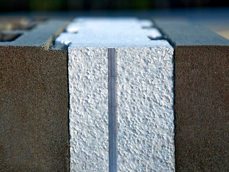 Это трехслойные камни, состоящие из лицевого и несущего бетонных слоев и слоя пенопласта между...